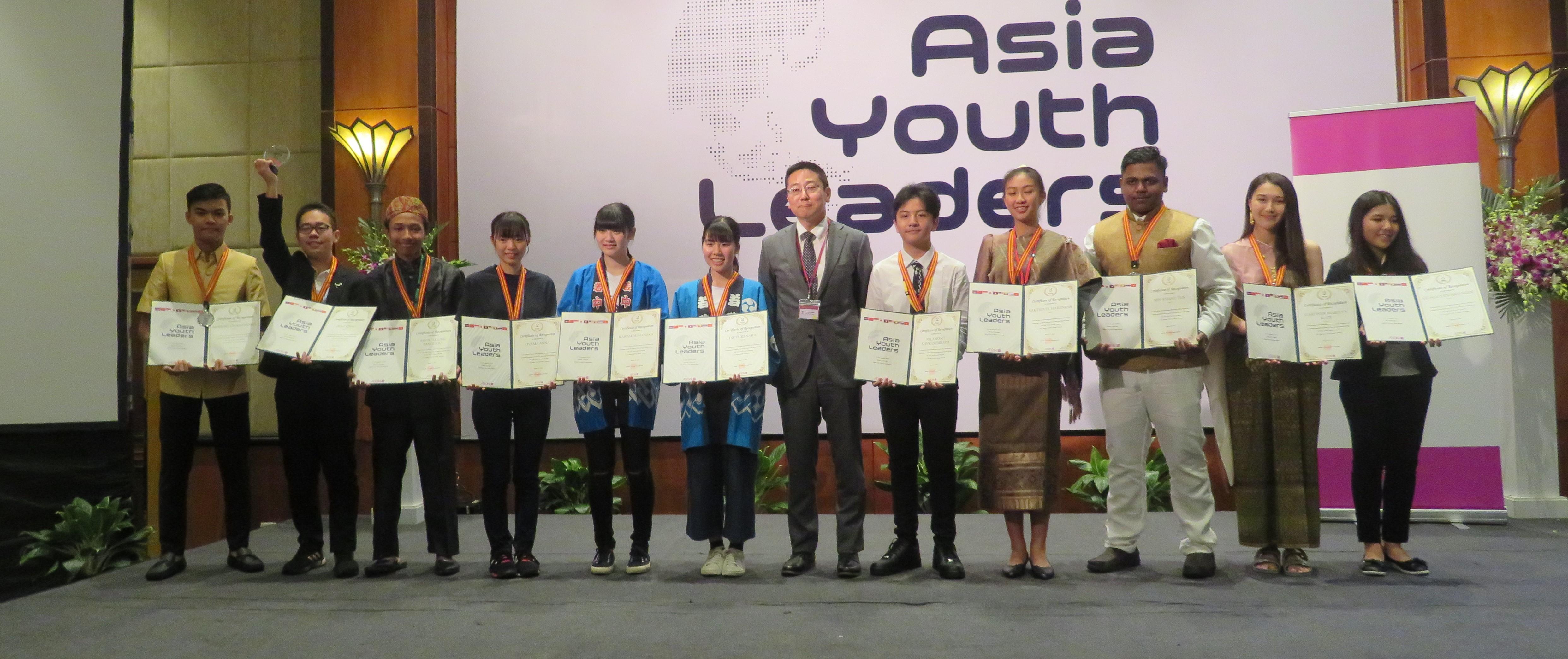 アジアユースリーダーズ アジア9カ国の高校生が、開催国の社会問題について英語を共通言語としてディスカッションを行い価値観の多様性について理解を深めるプログラムです。