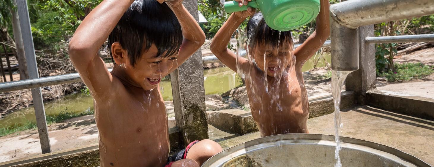 イオン ユニセフ<br>セーフウォターキャンペーン 安全な水を確保し、子どもたちが水汲み作業から解放されるために支援する活動です。<br /> <写真©UNICEF Myanmar>